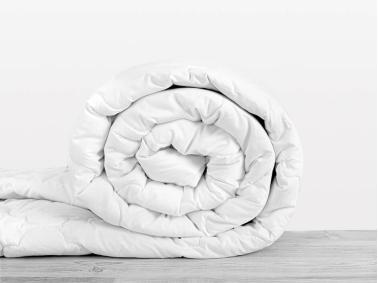 Dahlia Baby Quilt 95 x 145 Cm (400gsm ) - White